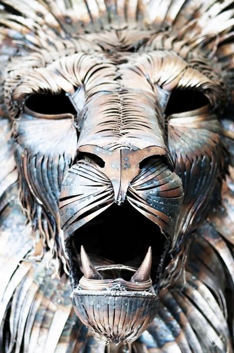 металлическая скульптура льва 2 (465x700, 269Kb)