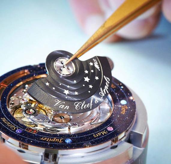 золотые часы Van Cleef & Arpels 6 (570x546, 218Kb)