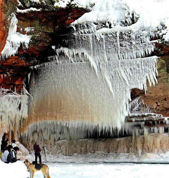 ледяная пещера фото 1 (570x598, 356Kb)