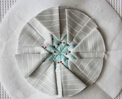 Салфетка ЗВЕЗДА в лоскутное технике. Шьем сами (6) (400x324, 71Kb)