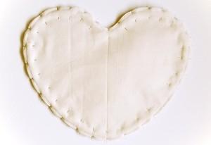 Как сшить подушку ВАЛЕНТИНКУ. Выкройка валентинки (5) (300x206, 22Kb)