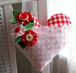 как из чего можно сделать сердечко валентинку, сердечко с кружевным кармашком,/4682845_82967121_large_00120 (250x241, 79Kb)