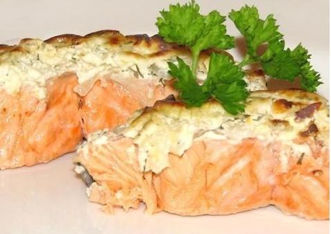 Рыба в омлетной шубе с орехами