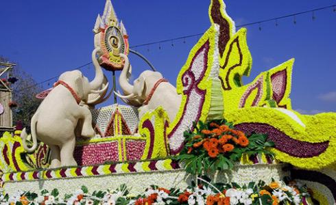 Фестиваль цветов в Таиланде от санатория Орджоникидзе в Кисловодске/4945204_Festival_cvetov_v_Tailainde_2 (490x300, 84Kb)