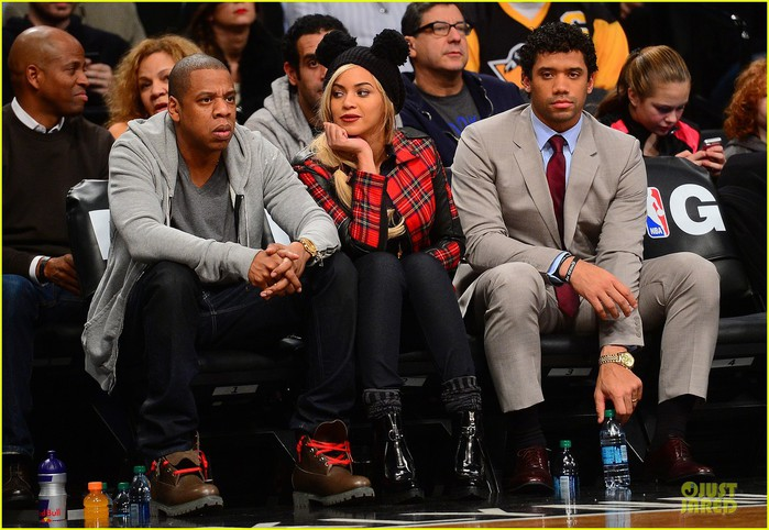 beyonce-jay-z-brooklyn-nets-game-with-super-bowl-champion-russell-wilson-01 (700x482, 106Kb)