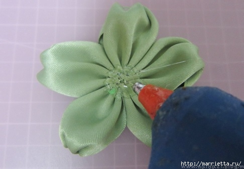 цветочки из ленточек для заколки (9) (486x336, 72Kb)