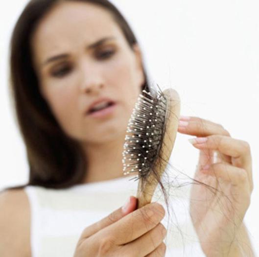 Непосредственно пересадка волос выполняется с помощью имплантера Choi – уникального медицинского микроинструмента,