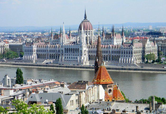 Достопримечательности Венгрии_Королевский дворец (700x480, 84Kb)