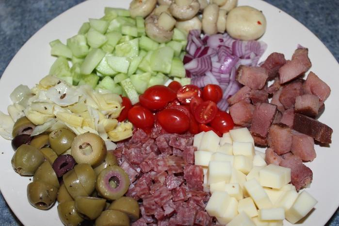 итальянский салат (700x466, 252Kb)
