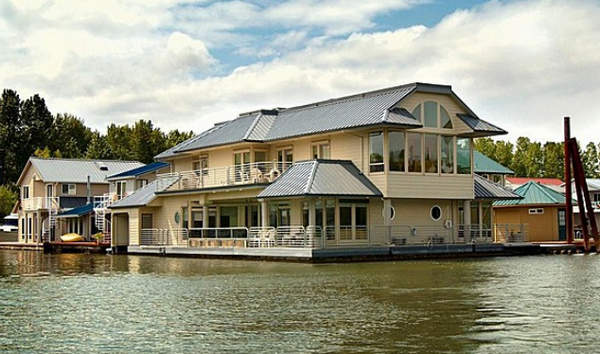 дом на воде2 (600x354, 43Kb)