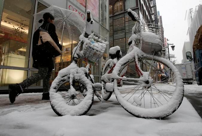 Зима. Токио засыпало снегом © Toru Hanai Reuters 1 (675x454, 175Kb)