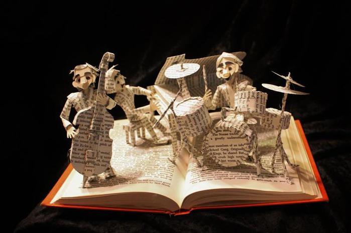 Потрясные «скульптуры» из книг. Фотографии