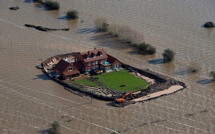 Стихия, наводнение на юго-западе Англии, 13 февраля 2014. © Стив Парсонс. PA (700x438, 125Kb)
