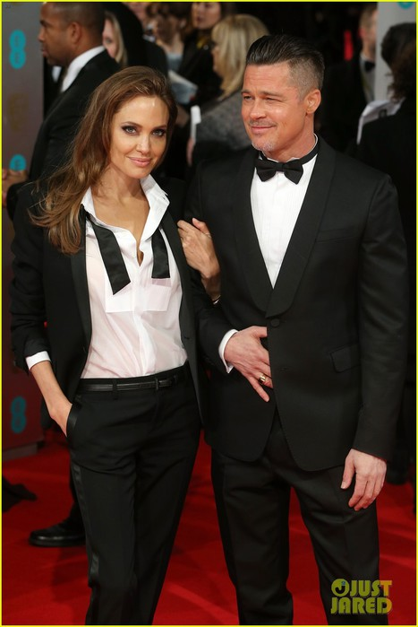 angelina-jolie-brad-pitt-2014-baftas-red-carpet-02 (467x700, 63Kb)