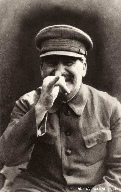 1391546494_historical-photos-pt7-joseph-stalin-goofing-around (404x640, 153Kb)