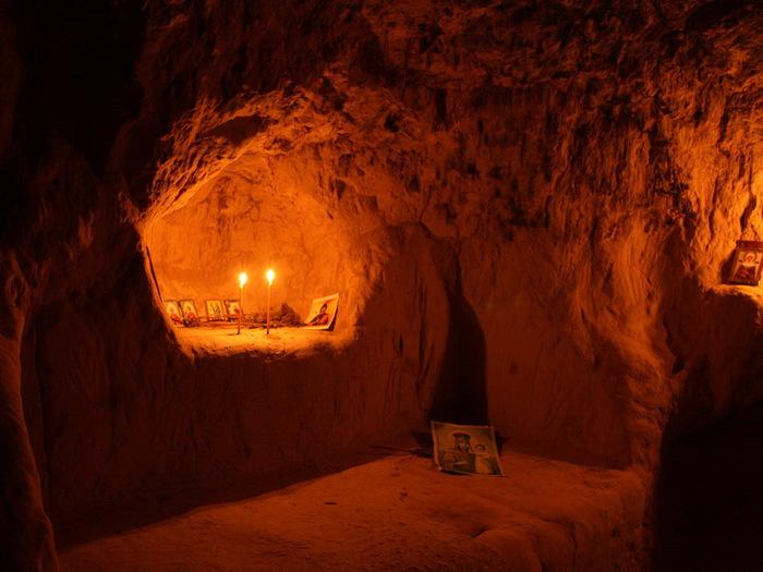 Cave-cell-in-Kitaev-desert (700x525, 111Kb)