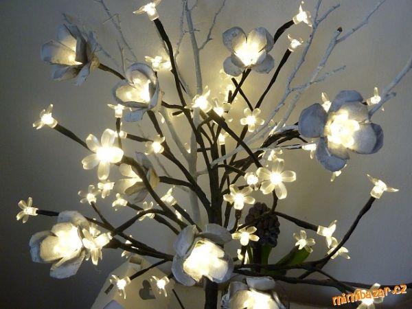 Цветы из яичных лотков со светодиодными гирляндами (4) (600x450, 141Kb)