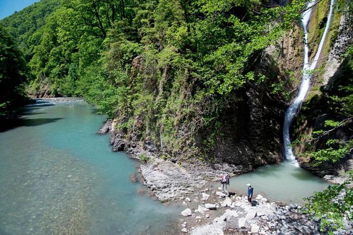 Ореховский-водопад-в-Сочи1 (700x465, 323Kb)