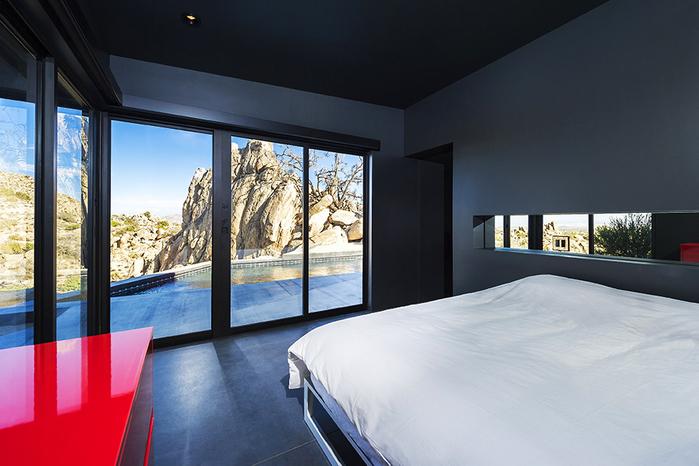 современный дом в пустыне фото 6 (700x466, 336Kb)