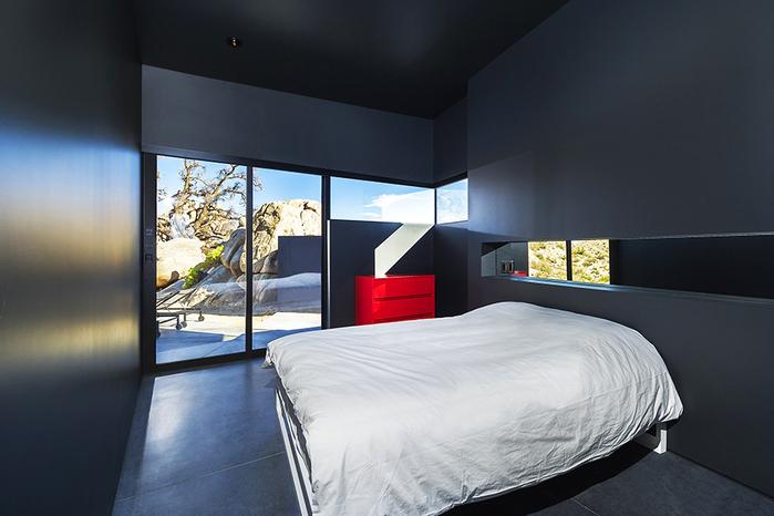 современный дом в пустыне фото 8 (700x466, 294Kb)