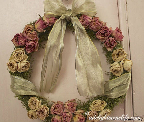 Dried-Rose-Wreath-Gold-ribbon-pink-dresser (600x509, 179Kb)