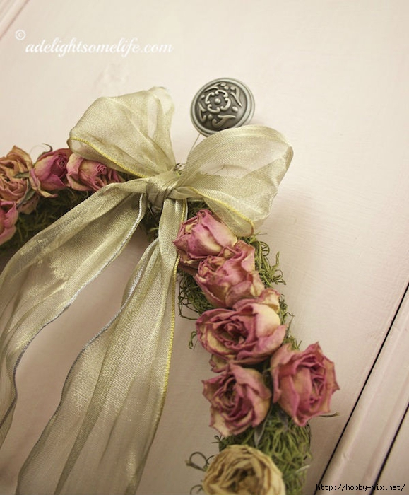 Gold-ribboned-Shabby-Chic-Dried-Rose-Spanish-Moss-wreath (579x700, 259Kb)