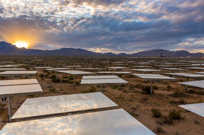 солнечная электростанция в пустыне мохаве 1 (700x466, 275Kb)