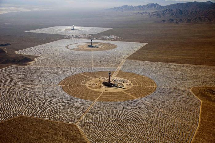 солнечная электростанция в пустыне мохаве 8 (700x466, 397Kb)