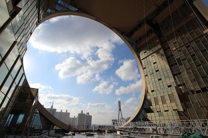 небоскреб золотой пончик китай фото 5 (700x466, 424Kb)