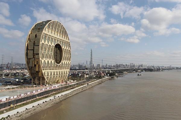 небоскреб золотой пончик китай фото (600x400, 203Kb)