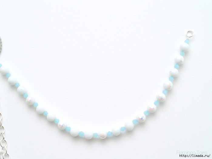white-and-blue-bead-strand-750x562 (700x524, 103Kb)