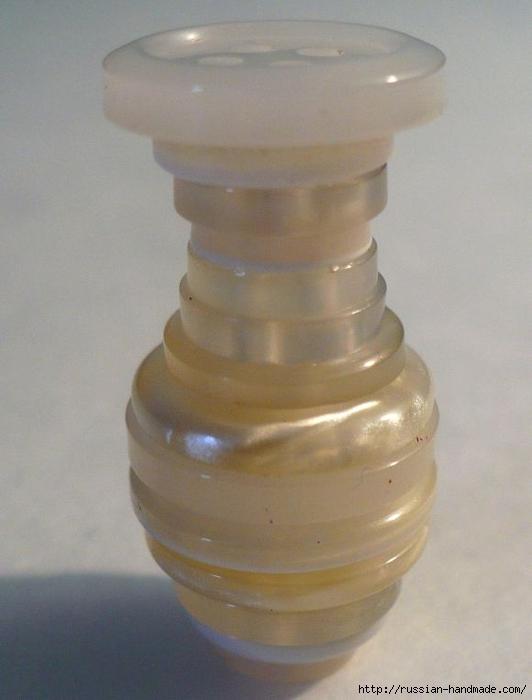 Миниатюры. Вазочка из пуговиц с розочками из тесьмы (2) (532x700, 177Kb)