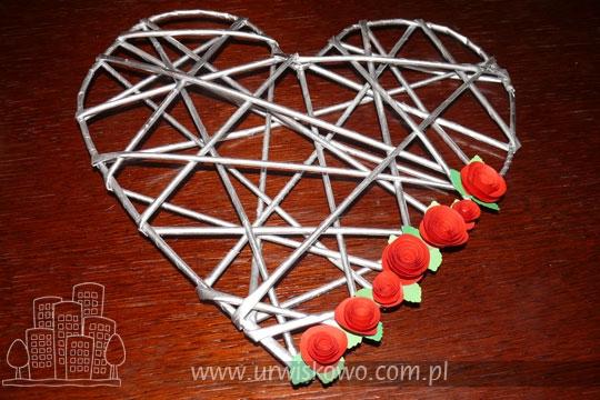 Сердце из газетных трубочек с бумажными розочками. Мастер-класс (7) (540x360, 175Kb)