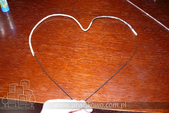 Сердце из газетных трубочек с бумажными розочками. Мастер-класс (21) (540x360, 167Kb)