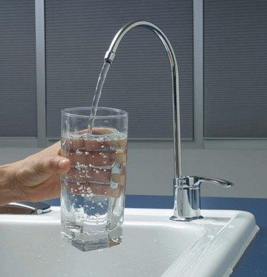 Когда деньги утекают, как вода как экономить на водоочистке  (3) (375x389, 76Kb)