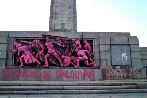 bulgaria-monument-1 (480x320, 62Kb)