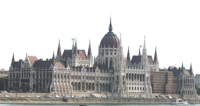 3201191_Budapest_Parliament (700x374, 156Kb)