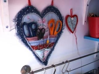 Джинсовые идеи. Органайзер в форме сердца для рукоделия (7) (320x240, 51Kb)