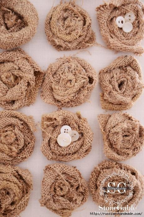 Подушка с розочками из мешковины (9) (463x700, 344Kb)