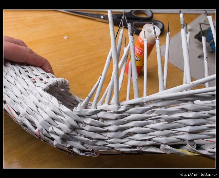 Плетение из газет. ТУФЕЛЬКА на шпильке. Мастер-класс (19) (700x571, 283Kb)