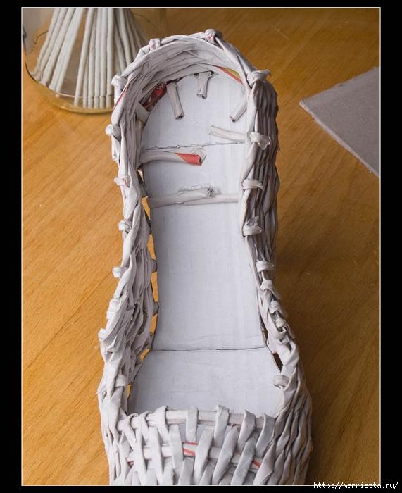 Плетение из газет. ТУФЕЛЬКА на шпильке. Мастер-класс (30) (571x700, 257Kb)