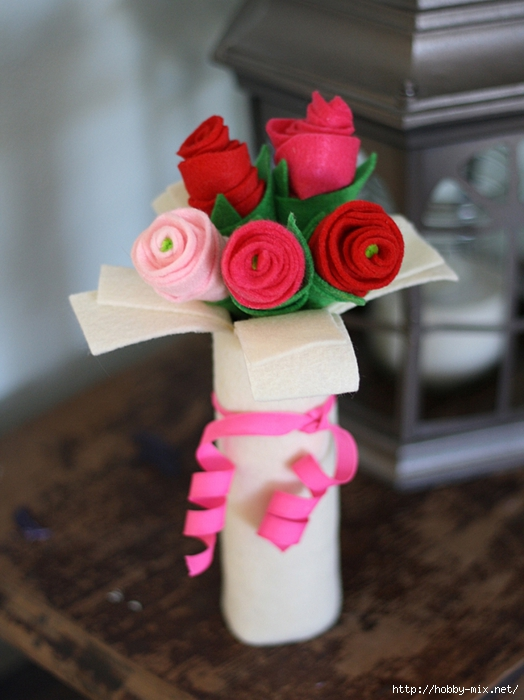 cardboard-tube-felt-rose-bouquet-1 (524x700, 231Kb)