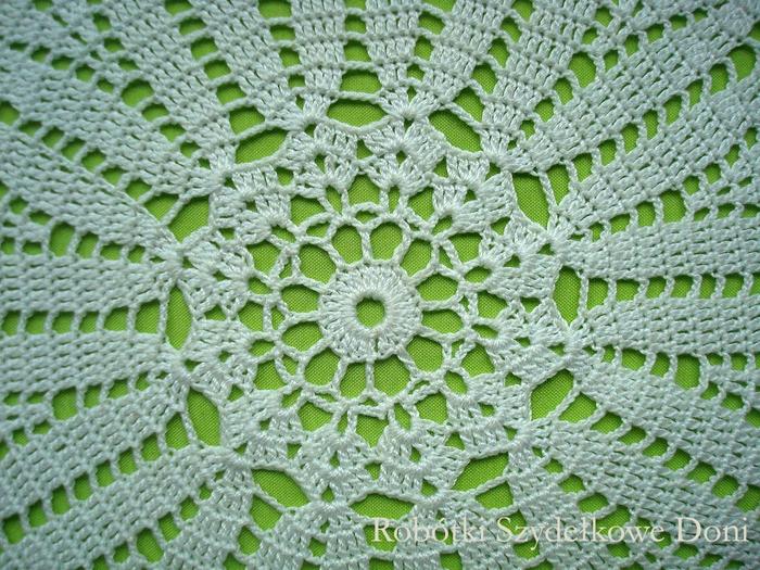 Вязание крючком. Салфетка в форме цветка ромашки (3) (700x525, 542Kb)