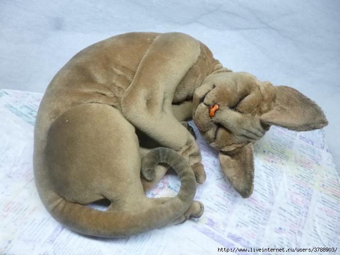 Как сшить подушку спящий кот 17