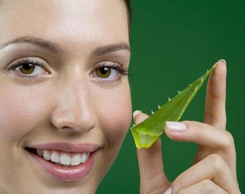 Омолаживающая маска для лица с алоэ и витаминами