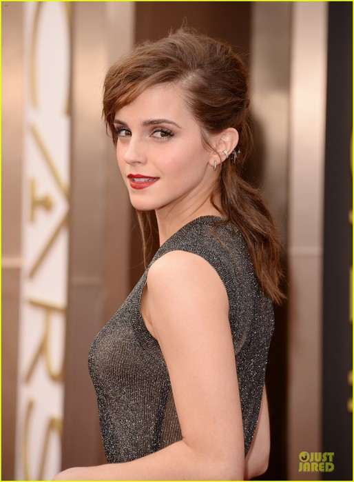 emma-watson-rocks-metallic-on-oscars-2014-red-carpet-02 (514x700, 74Kb)