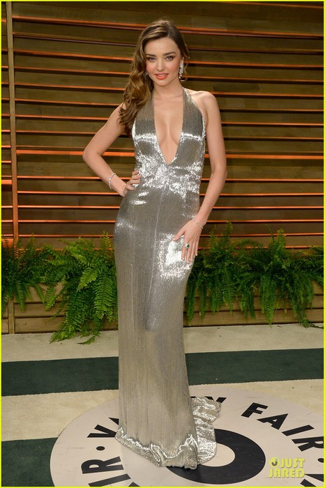 miranda-kerr-makes-sexy-entrance-with-plunging-neckline-at-vanity-fair-oscars-party-2014-01 (466x700, 99Kb)