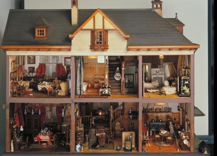 Большой кукольный дом (1910)