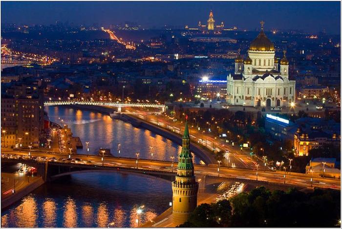 76293257_1863153_Moskva_sverhy (700x468, 157Kb)