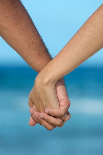 1394061995_holding_hands_at_the_beach10623 (339x510, 14Kb)